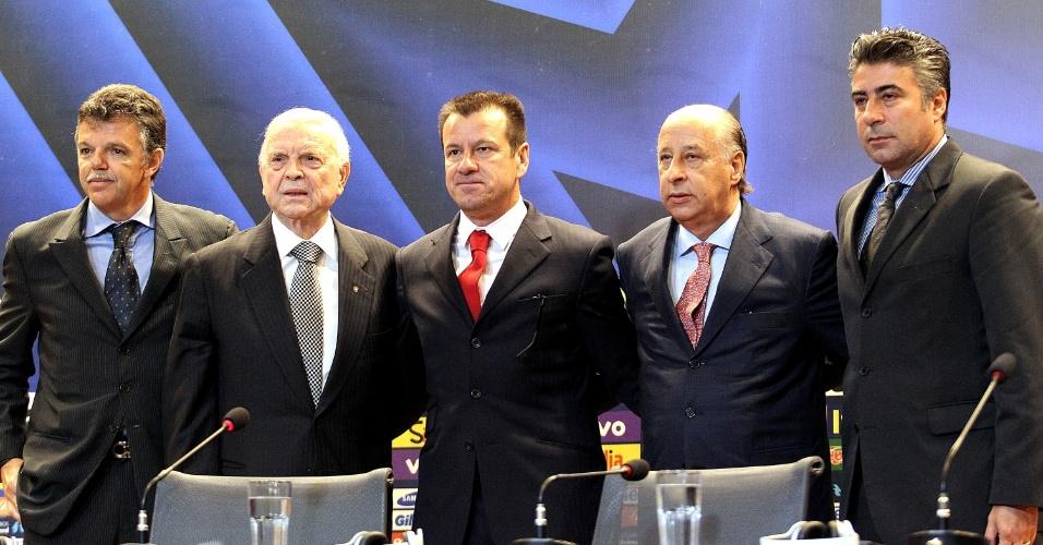 Dunga posa ao lado do comando da CBF: Gilmar Rinaldi, José Maria Marin, Marco Polo del Nero e Alexandre Gallo