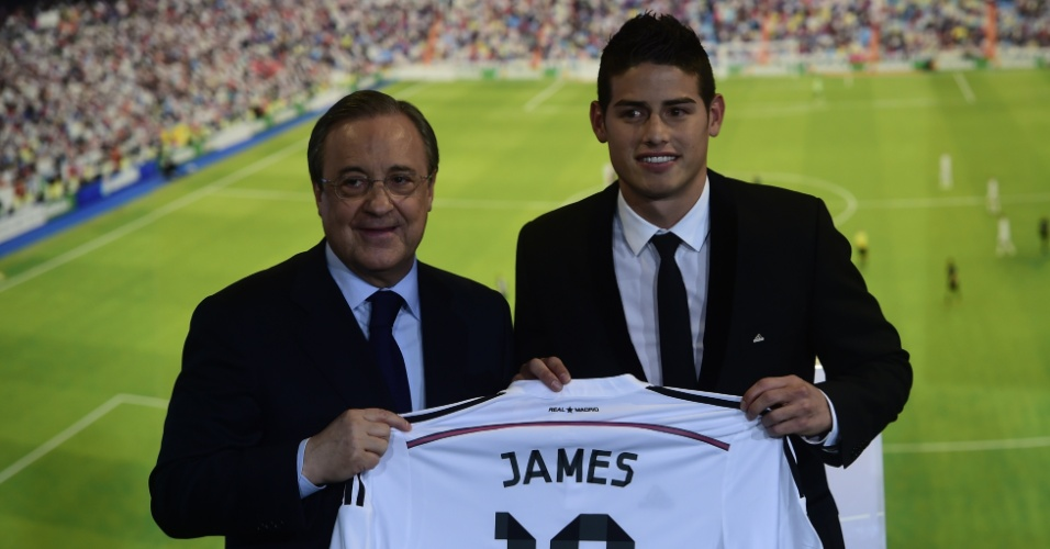 Presidente do Real Madrid, Florentino Perez, ao lado da mais nova contratação do clube, James Rodríguez