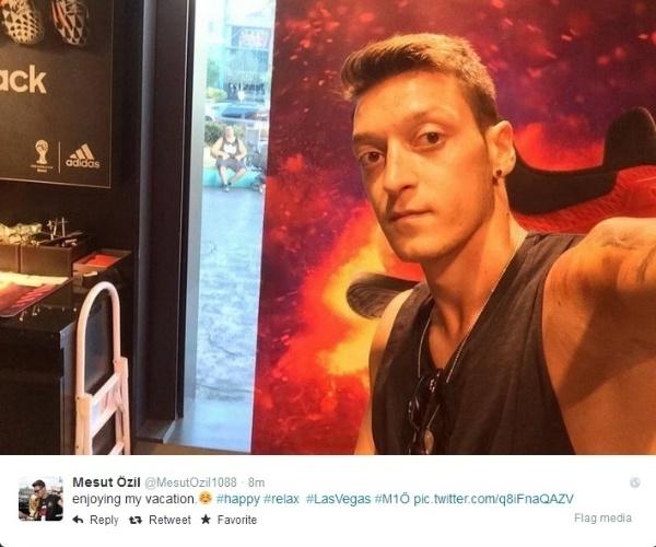 Alemão Özil, esperto, foi para a Cidade do Pecado, Las Vegas, para curtir um pouco antes de voltar com tudo aos treinos no Arsenal