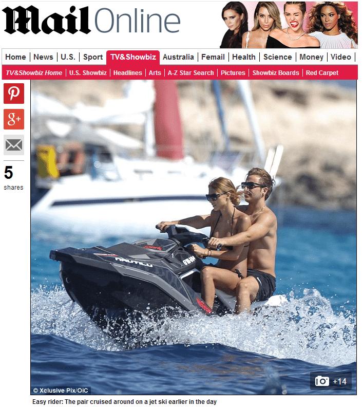 Herói alemão na Copa, Götze passeia de jet ski com a namorada na Espanha