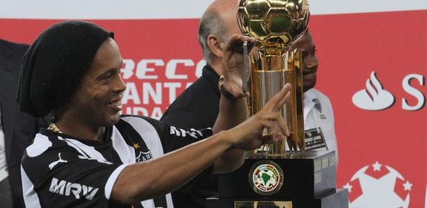 Última vez de Ronaldinho no Mineirão foi com título e marcou despedida do Atlético-MG