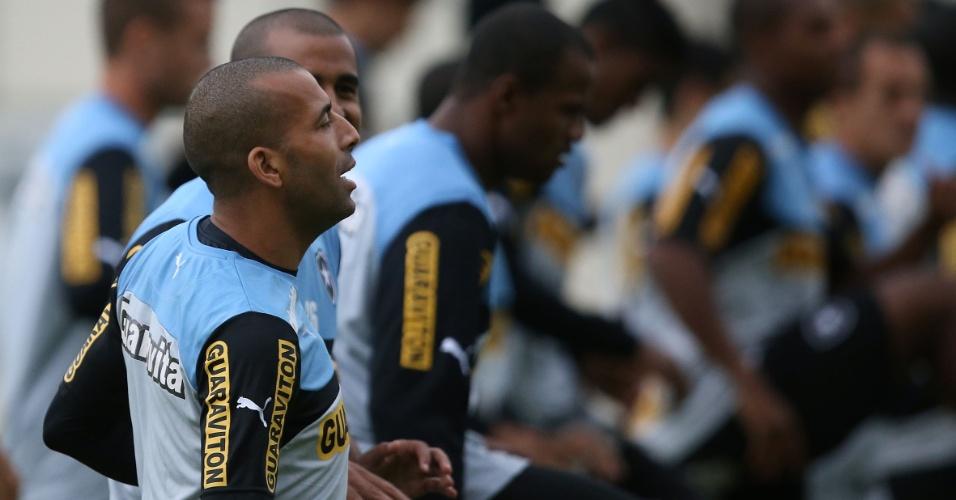 25 jul. 2014 - Emerson Sheik participa de treinamento do Botafogo ao lado de companheiros