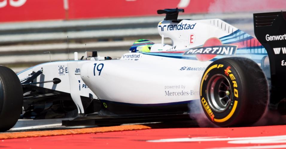 25.jul.2014 - Felipe Massa perde o controle de sua Williams e roda durante os treinos livres do GP da Hungria