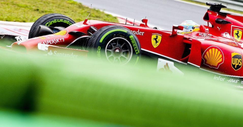 27.jul.2014 - Fernando Alonso pilota sua Ferrari pelo circuito de Hungaroring durante o GP da Hungria
