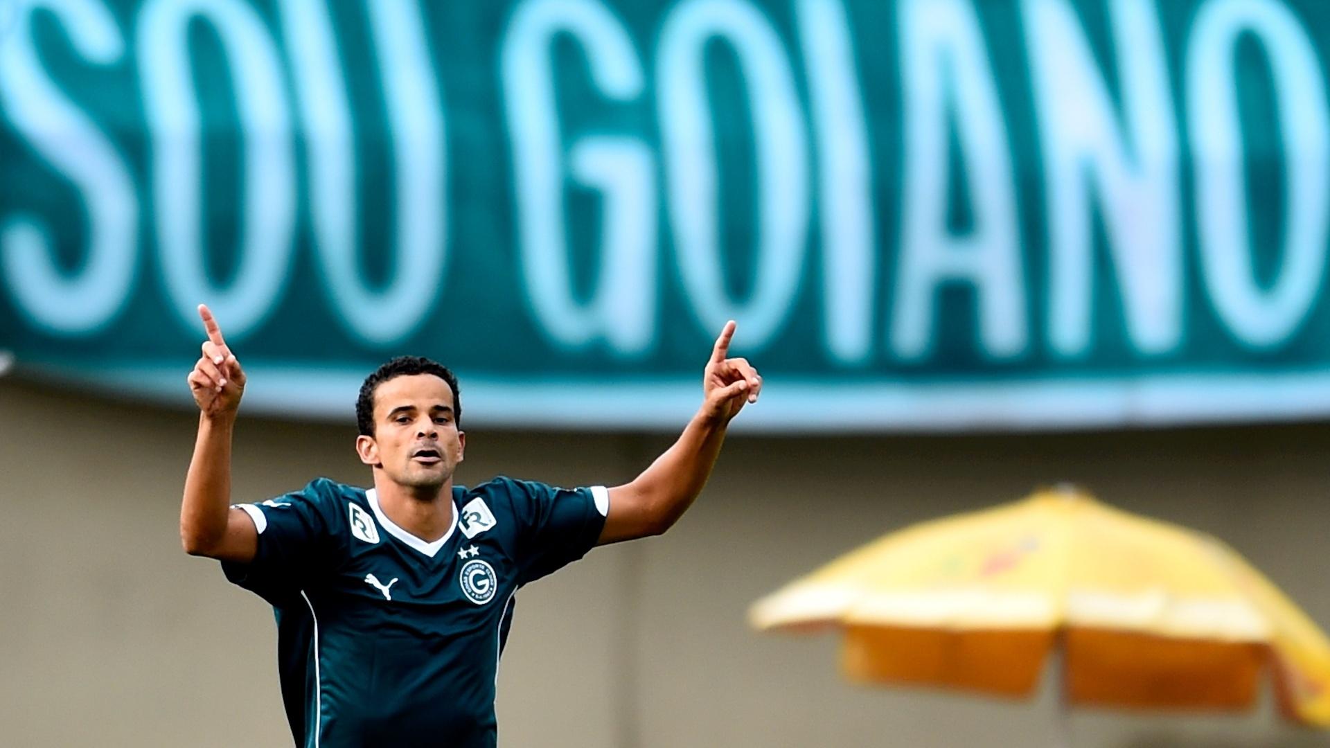 Bruno Mineiro marcou o segundo gol do Goiás na vitória sobre o São Paulo