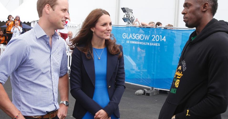 29.jul.2014 - O príncipe Willian e a duquesa de Cambridge Kate Middleton conversam com Usain Bolt em visita às instalações dos Jogos da Comunidada Britânica, em Glasgow, na Escócia