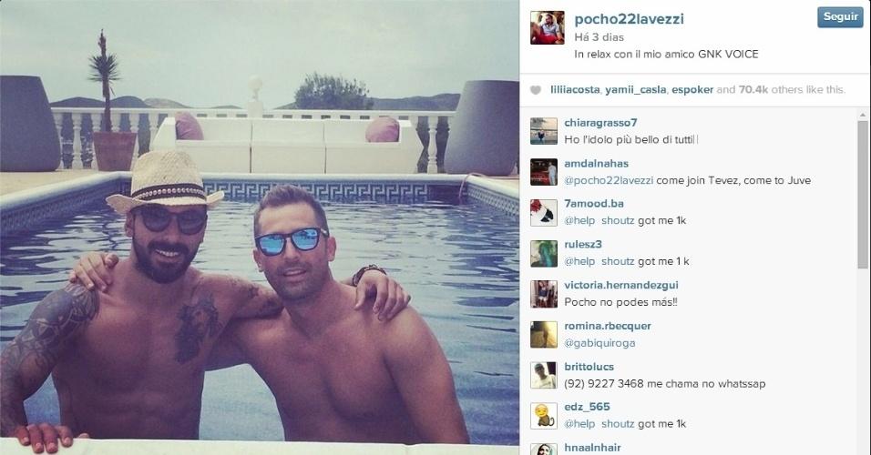 Lavezzi aproveita piscina no verão