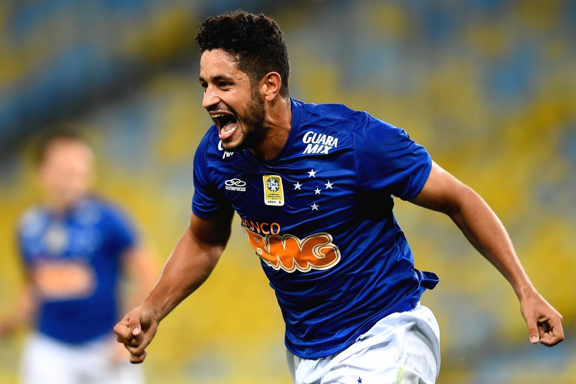 02.ago.2014 - Léo comemora após empatar para o Cruzeiro contra o Botafogo pelo Brasileirão