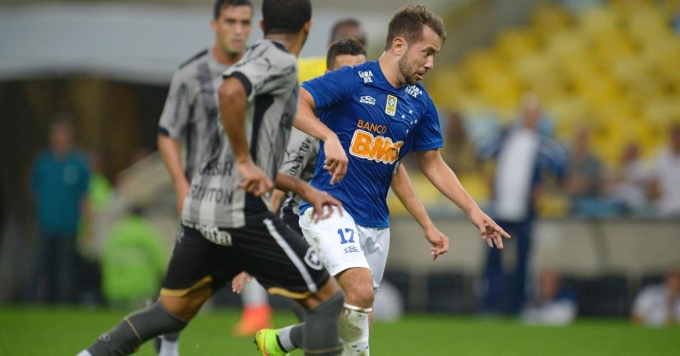 2 Ago. 2014 - Everton Ribeiro durante empate do Cruzeiro com o Botafogo, por 1 a 1, no Maracanã, pelo Brasileirão