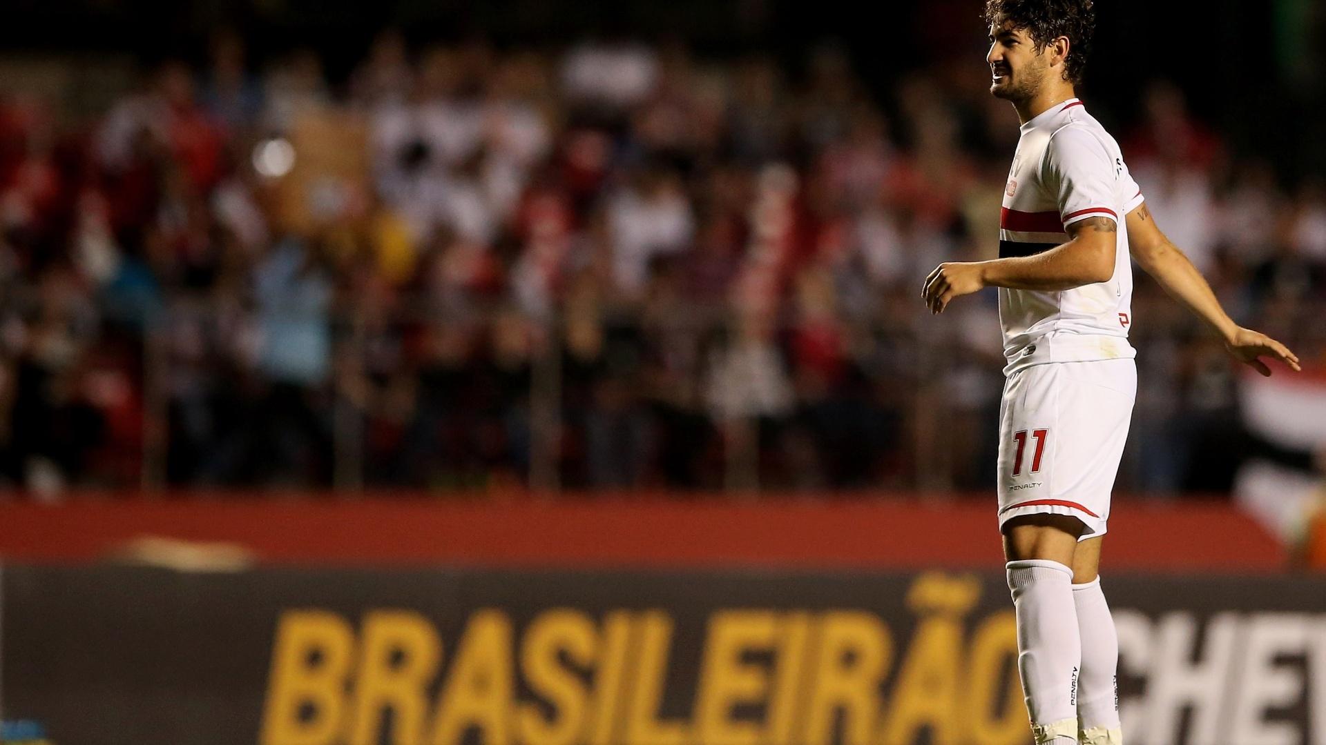 Alexandre Pato lamenta chance desperdiçada no jogo entre São Paulo e Criciúma