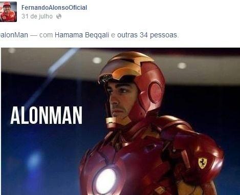 Fernando Aloso brinca com o seu nome e se veste como o super herói Homem de Ferro. É o 'Alonman'