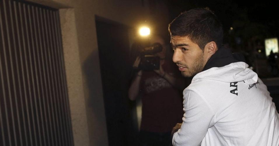 Luiz Suárez chega à casa de dos sogros em um bairro nobre de Barcelona