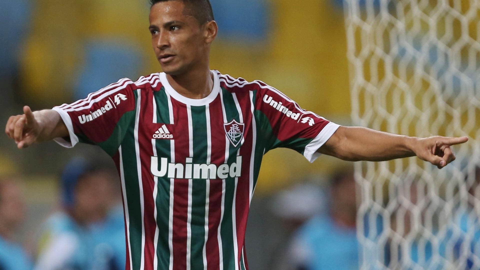 Cícero comemora primeiro gol do Fluminense contra o Goiás pelo Campeonato Brasileiro
