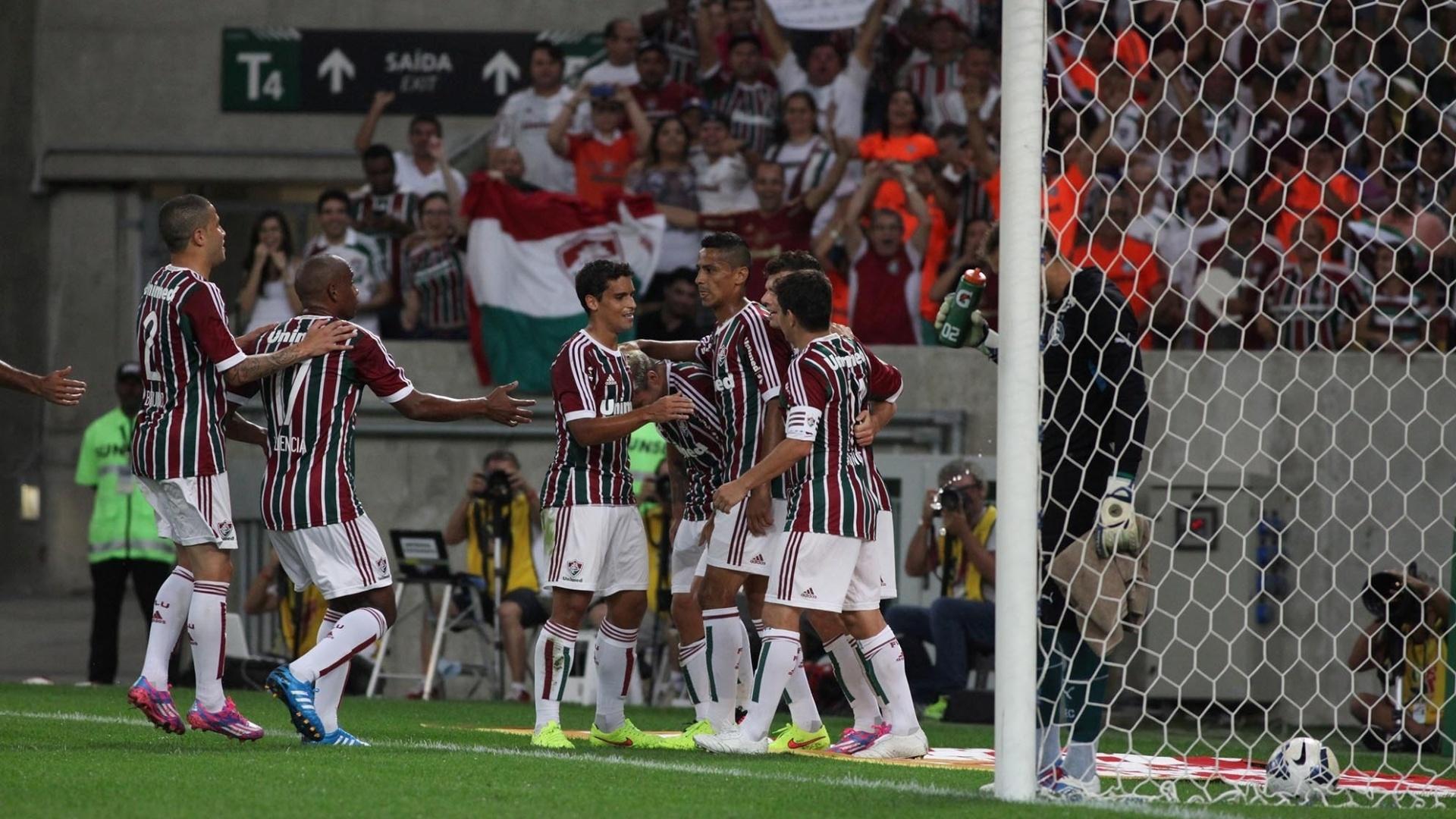 Jogadores do Fluminense comemoram gol contra o Goiás pelo Campeonato Brasileiro