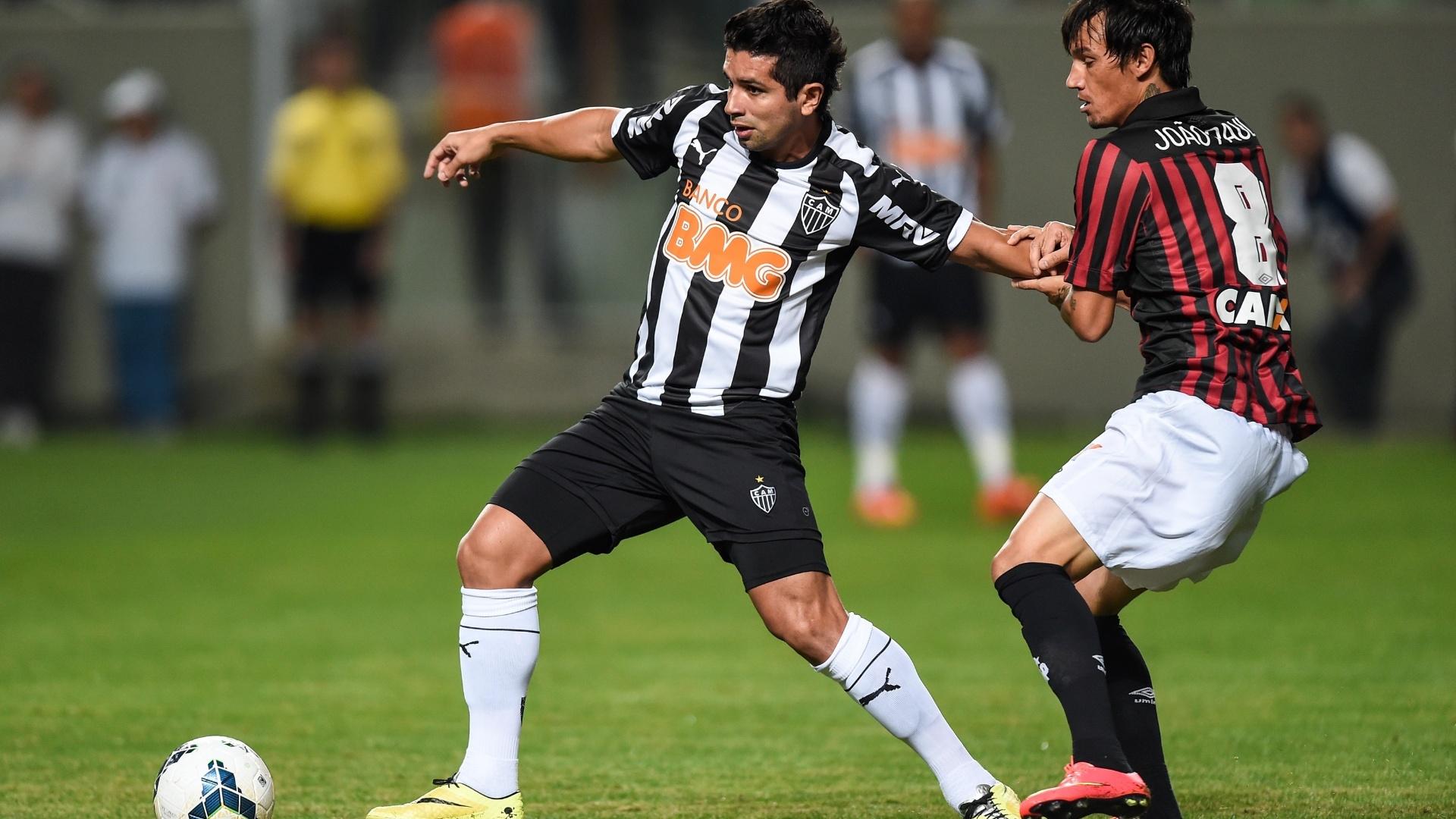 Substituto de Ronaldinho, Guilherme encara a marcação do Atlético-PR em jogo do Atlético-MG