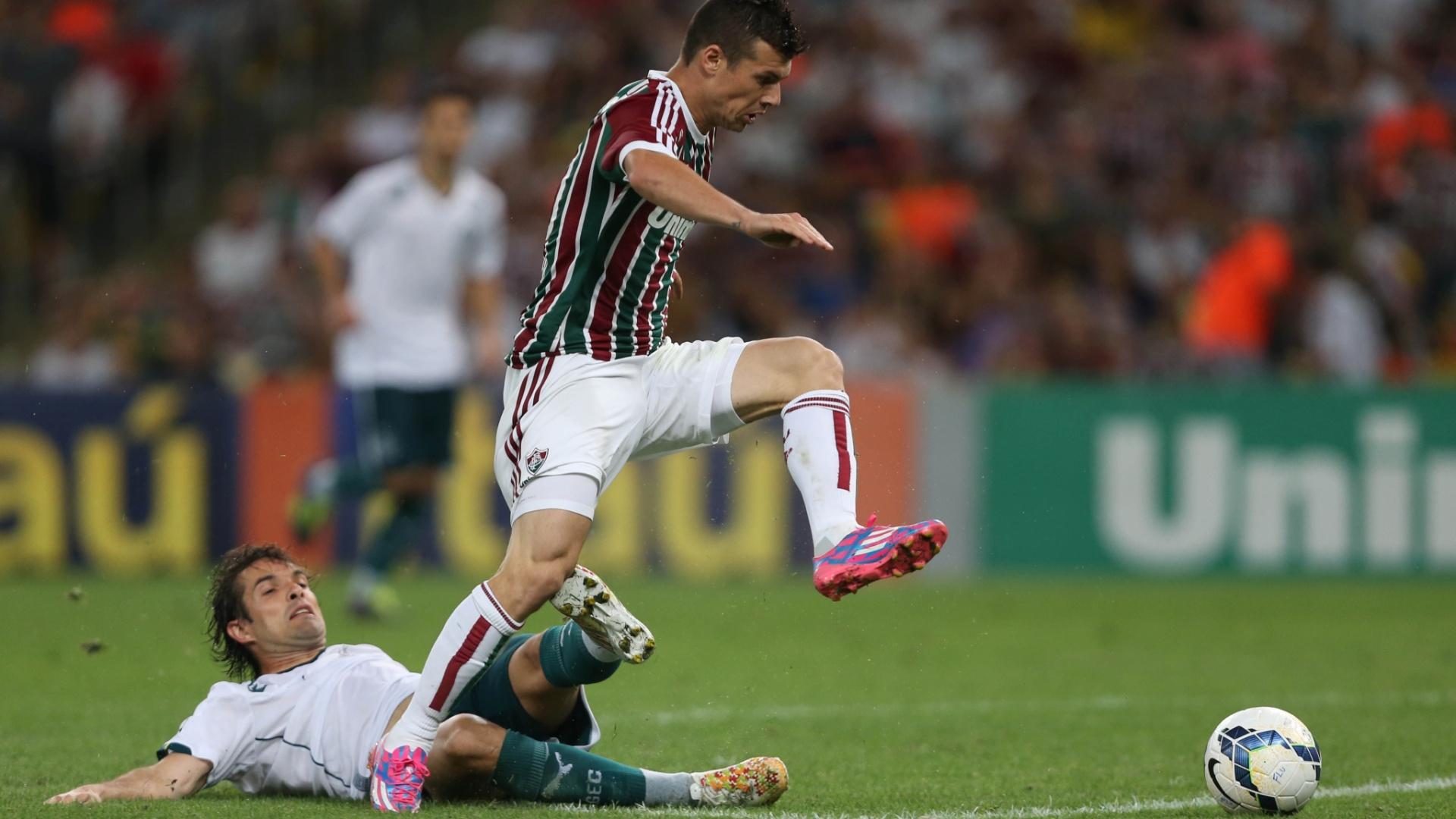 Wágner tenta finalização para o Fluminense contra o Goiás pelo Brasileirão
