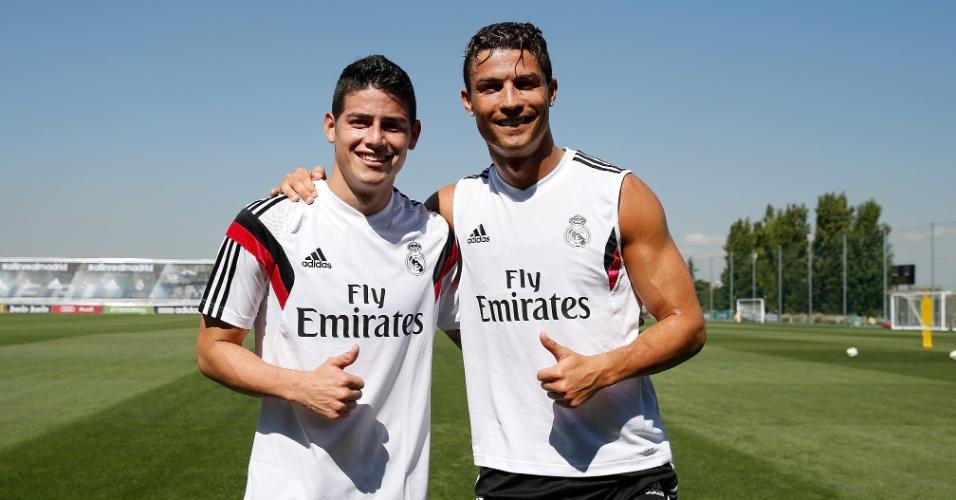 James Rodríguez e Cristiano Ronaldo posam para foto durante um treino do Real Madrid