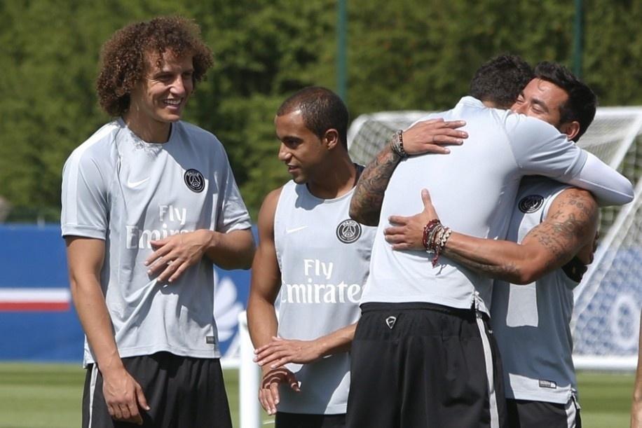 Ainda em adaptação, David Luiz passou o seu primeiro treino no PSG ao lado do meia Lucas