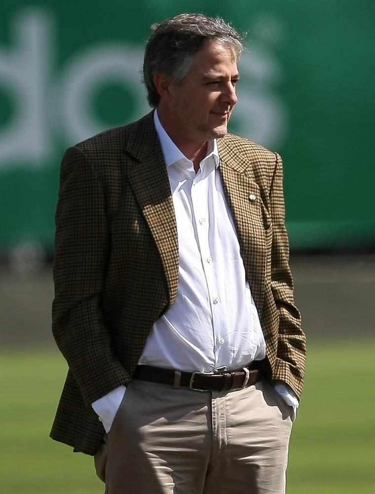 Paulo Nobre visitou o treino do Palmeiras e mostrou bom humor na conversa com o grupo