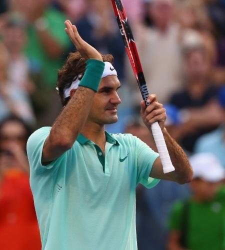 Roger Federer aplaude a torcida após bater Peter Polansky em Toronto