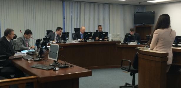 STJD (foto do plenário) espera que clubes quitem dívidas com o órgão
