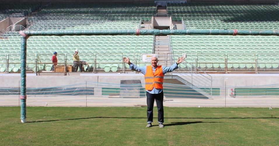 06.ago.2014 - Emerson Leão visita as obras da Arena do Palmeiras