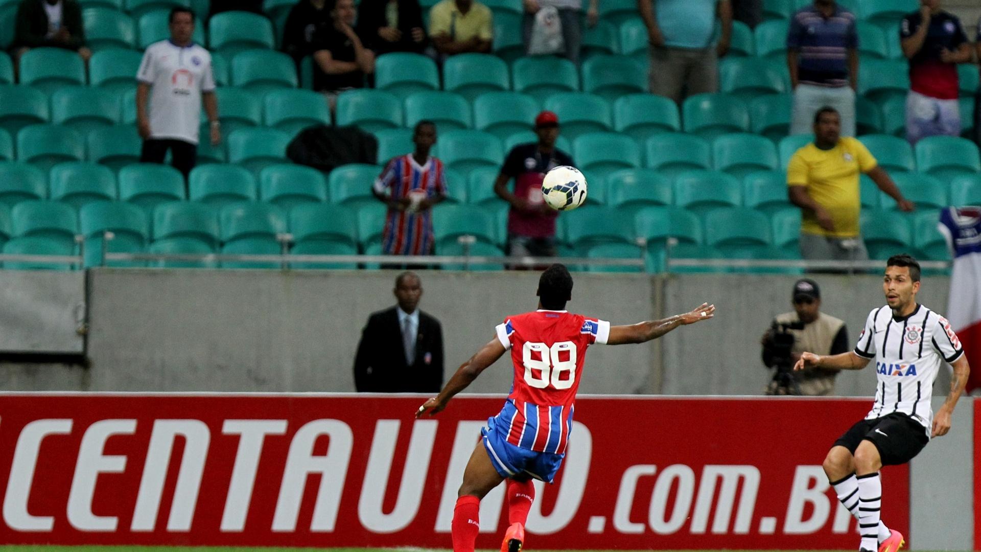 Guilherme Santos tenta finalização contra o Corinthians pelo Bahia na Copa do Brasil