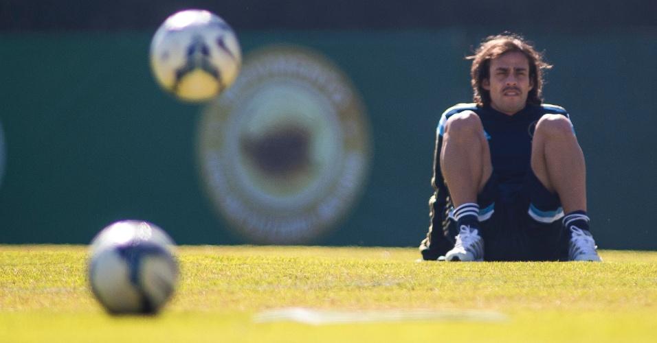 07.ago.2014 - Valdivia treina no Palmeiras depois de negociação com clube árabe falhar