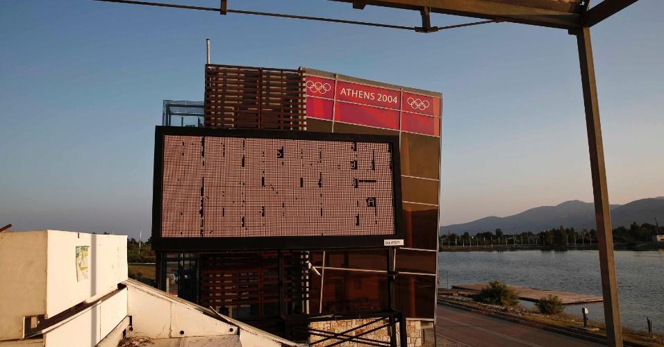 24.jul.2014 - Centro que recebeu as provas de remo na Olimpíada de Atenas está praticamente abandonado 10 anos após o evento