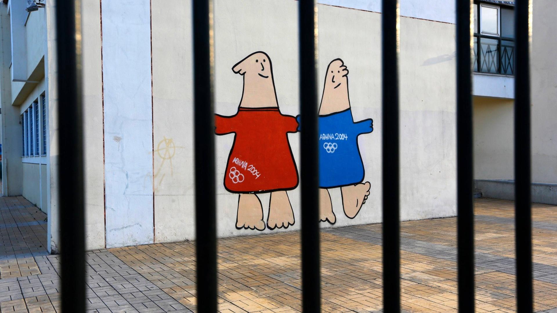 25.jul.2014 - Dez anos após sediar os Jogos Olímpicos de 2004, a cidade de Atenas vê pouco ou nenhum legado deixado pela realização do evento