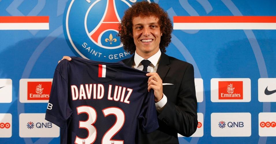David Luiz chega ao PSG e exibe a camisa 32, que pertenceu a Beckham