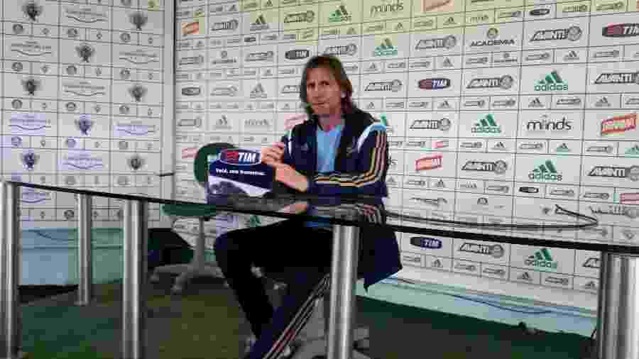 Gareca concede entrevista coletiva no Palmeiras durante passagem pelo clube em 2014 - Danilo Lavieri/UOL Esporte