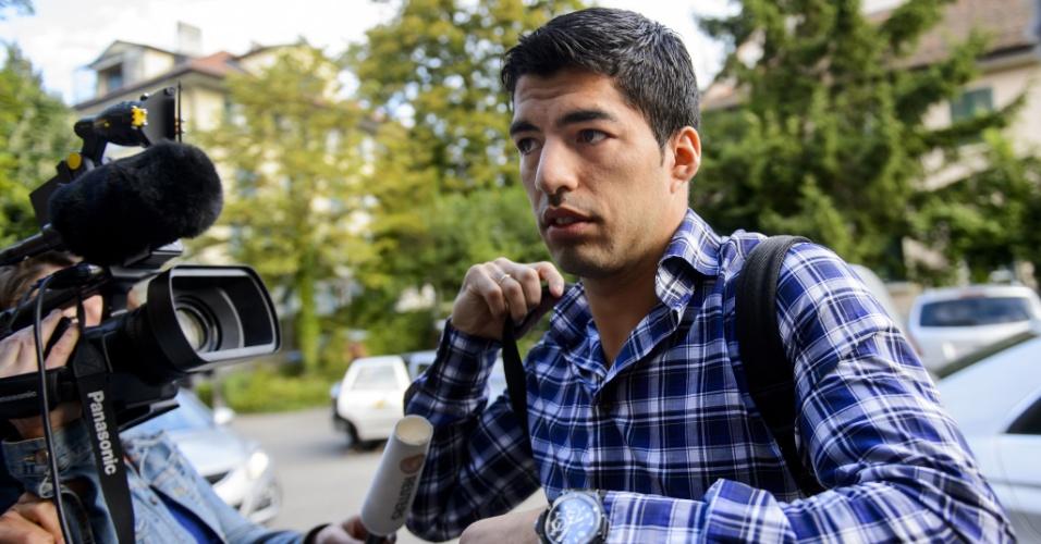 Com forte assédio da imprensa e de torcedores, uruguaio Luis Suárez deixa a Corte Arbitral do Esporte (CAS)