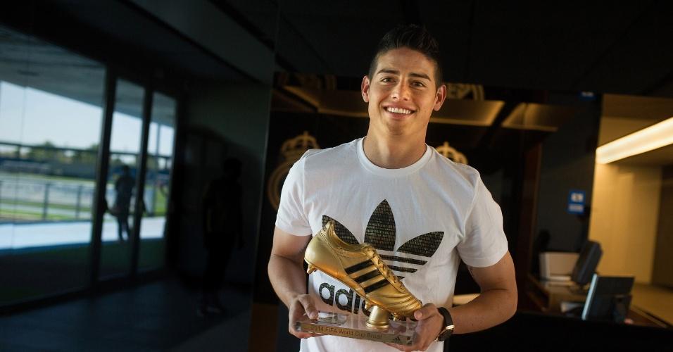 James Rodríguez recebe a chuteira de ouro da Fifa por ser artilheiro da última Copa do Mundo