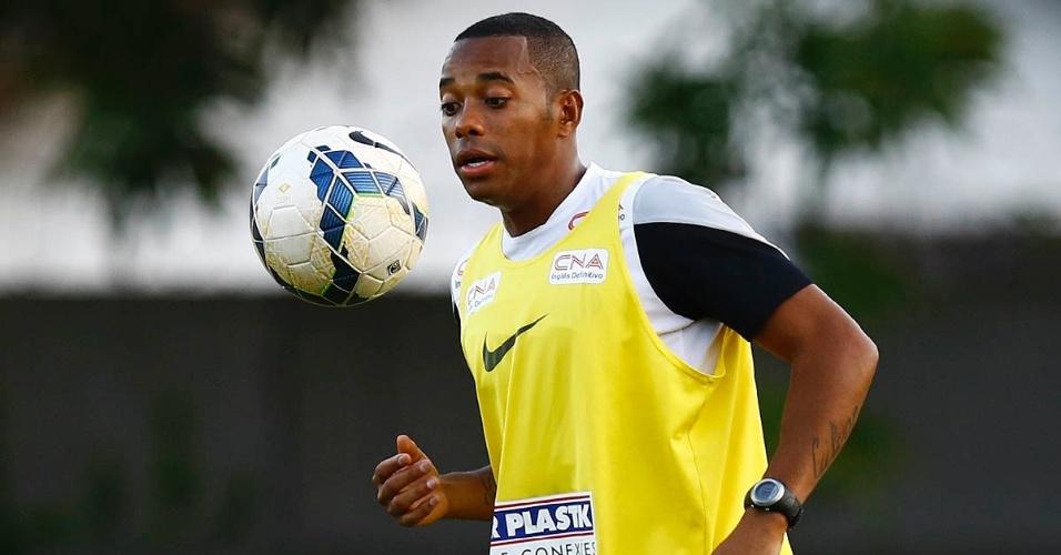 Robinho chega ao Santos e deve formar dupla de ataque com Leandro Damião
