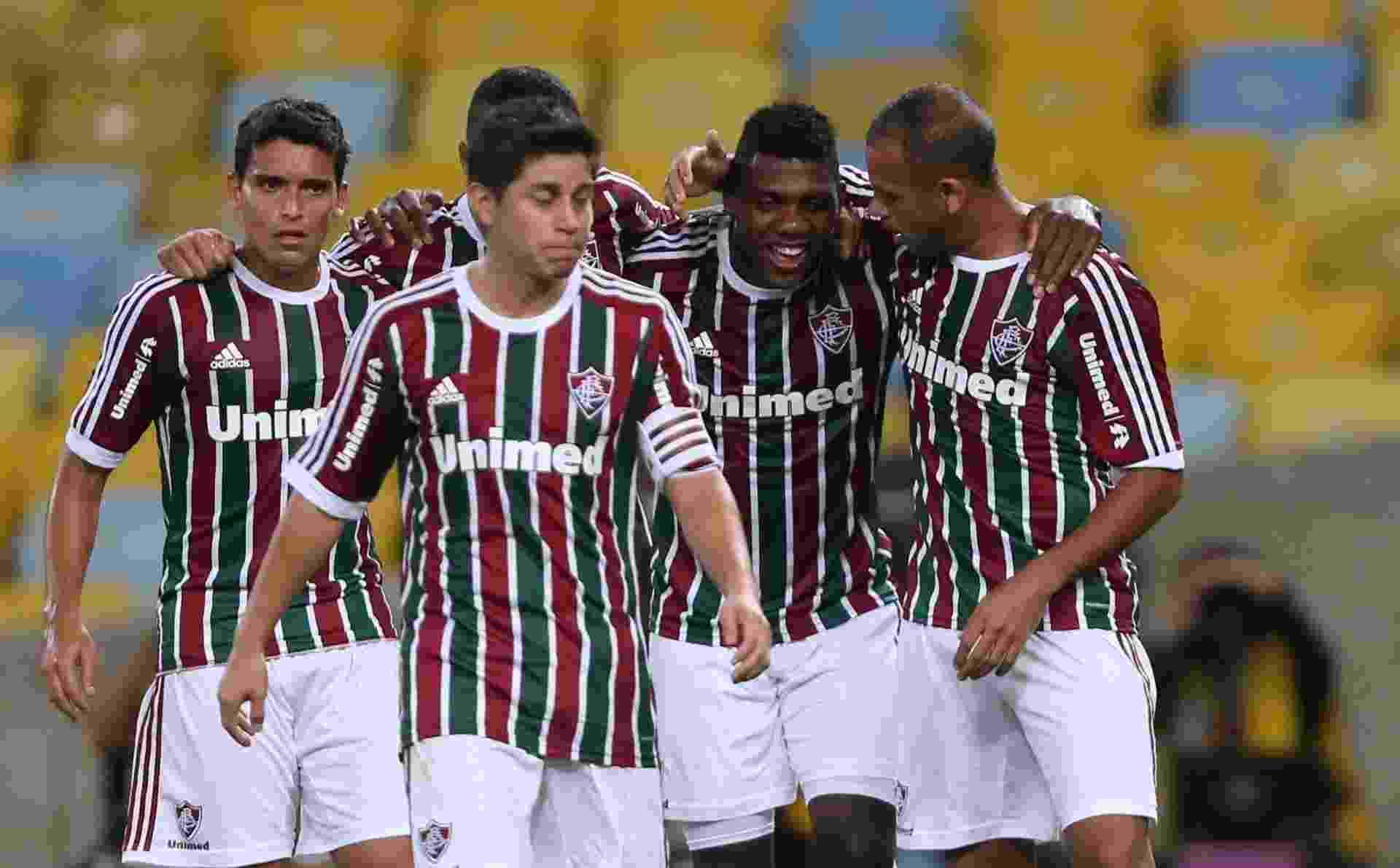 Elivélton comemora com companheiro seu gol, o primeiro do Fluminense sobre o Coritiba - Matheus Andrade/Photocamera