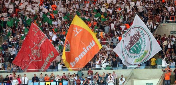 Torcida do Fluminense marca presença no Maracanã