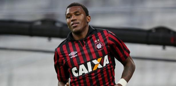 Douglas Coutinho será o primeiro reforço do Cruzeiro para a atual temporada