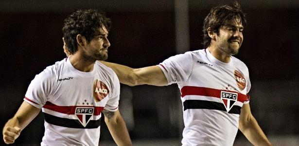 Pato e Kaká comemoram gol do São Paulo em 2014; dupla lembrou do aniversário tricolor