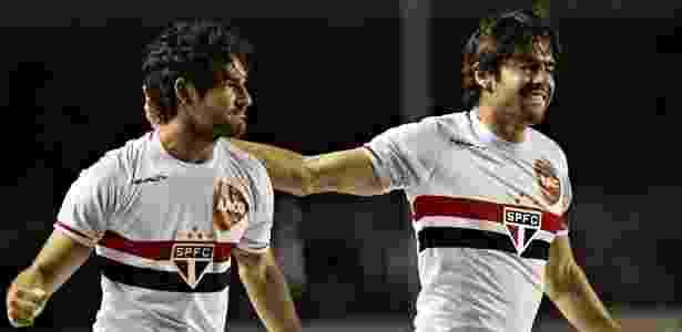 Pato e Kaká comemoram gol do São Paulo em 2014; dupla lembrou do aniversário tricolor - Eduardo Knapp/Folhapress