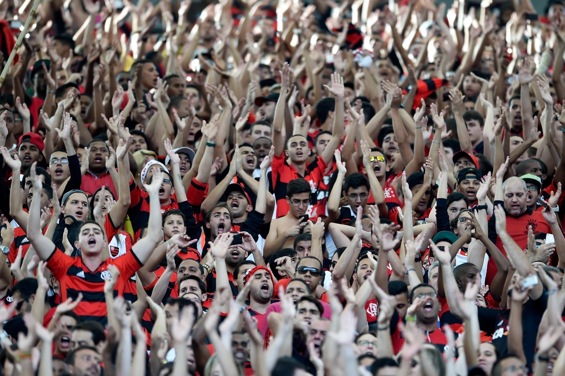 b7c7c55717 Torcida apoia Flamengo em último treino antes de duelo contra Coritiba -  16 08 2014 - UOL Esporte