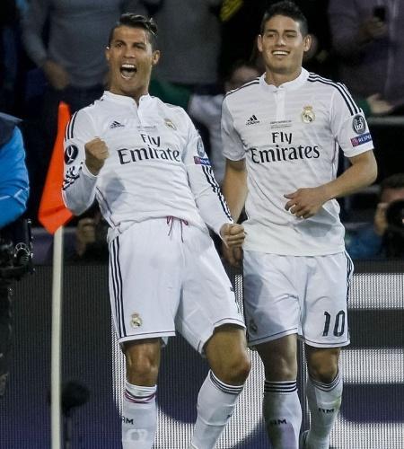 Cristiano Ronaldo comemora seu segundo gol para o Real Madrid na final da Supercopa da Europa contra o Sevilla