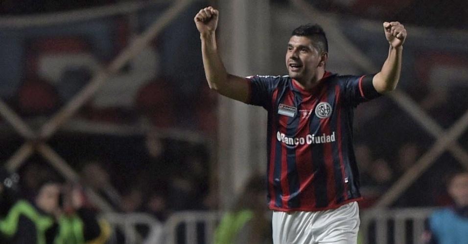 Ortigoza comemora o primeiro gol do San Lorenzo na decisão da Libertadores, de pênalti