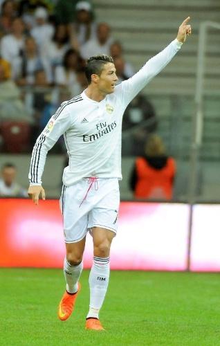 Cristiano Ronaldo comemora o primeiro do Real Madrid sobre a Fiorentina