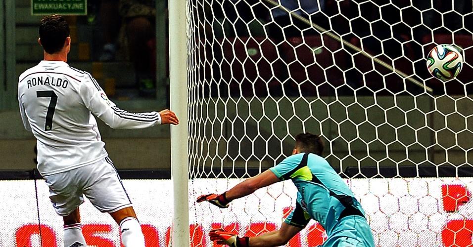 Cristiano Ronaldo finaliza e faz para o Real Madrid no amistos contra a Fiorentina