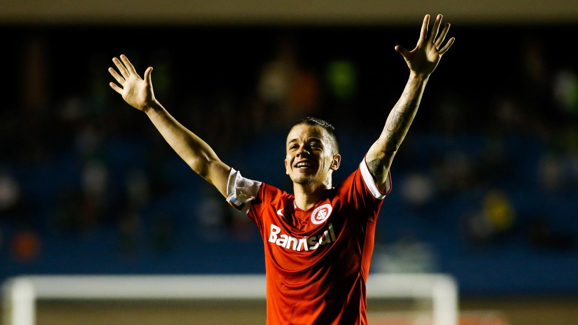 D'Alessandro comemora o gol do Internacional na vitória por 1 a 0 sobre o Goiás pelo Brasileirão