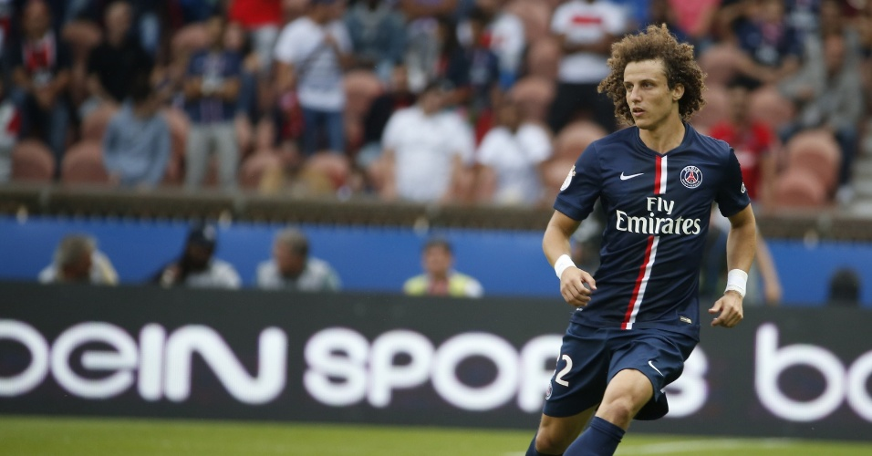David Luiz tenta passe durante vitória do PSG sobre o Bastia pelo Campeonato Francês