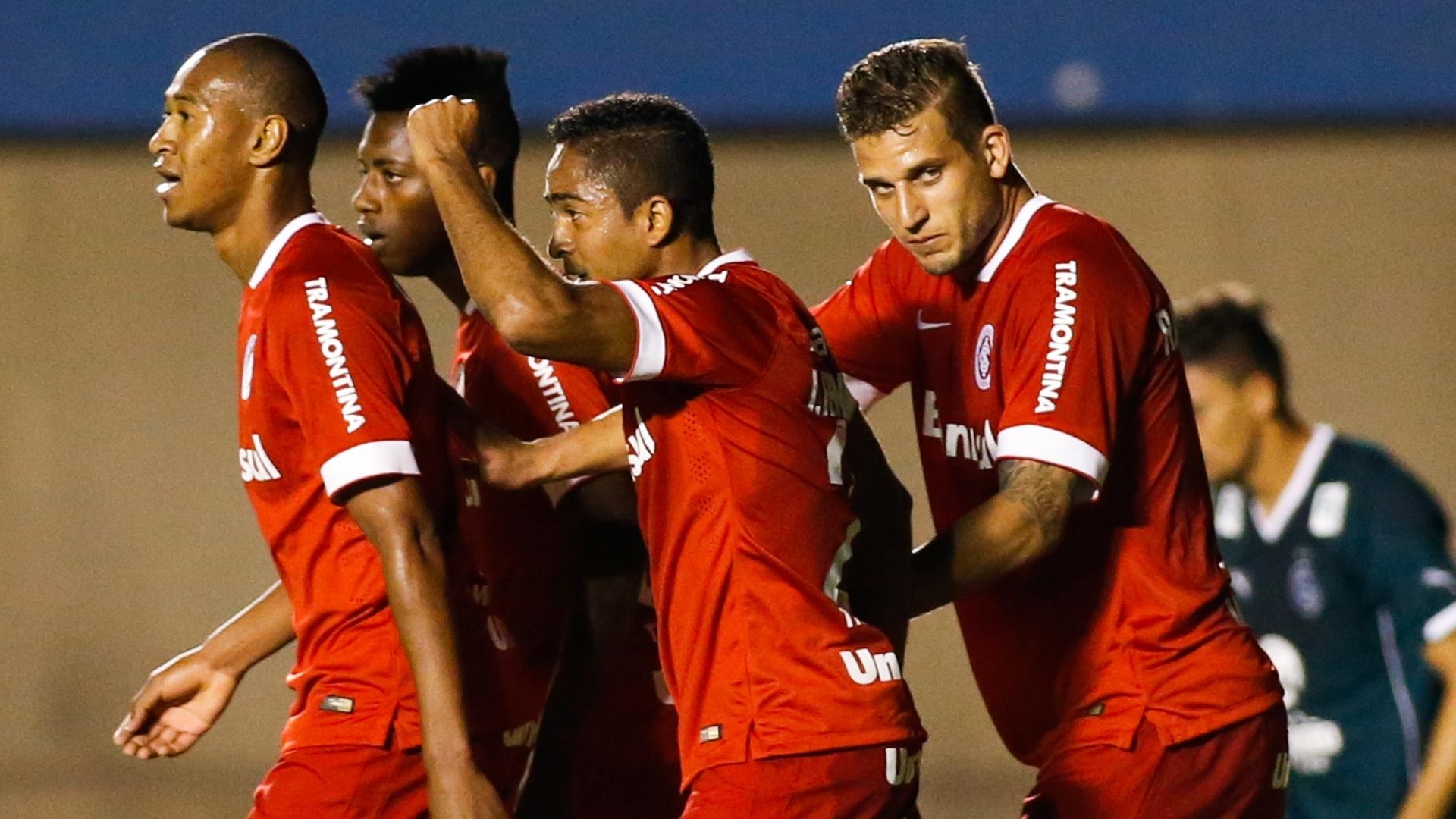 Jogadores do Internacional comemoram na vitória por 1 a 0 sobre o Goiás, fora de casa, pelo Brasileirão