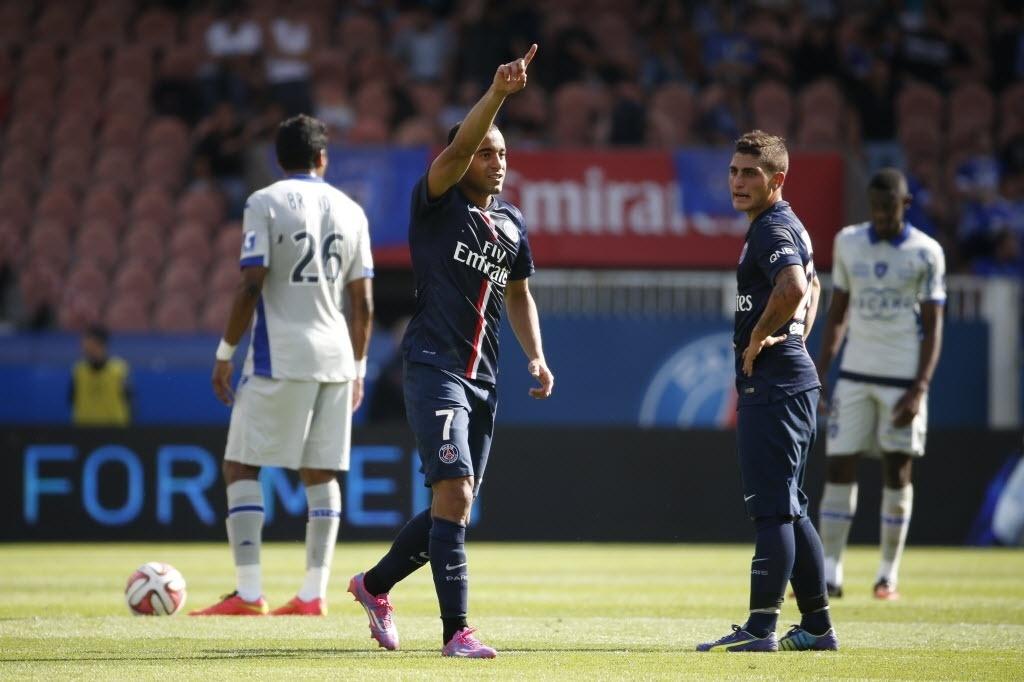 Lucas comemora gol que abriu o placar na vitória do PSG sobre o Bastia neste sábado