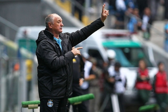 17 ago 2014 - Felipão gesticula em vitória do Grêmio sobre o Criciúma